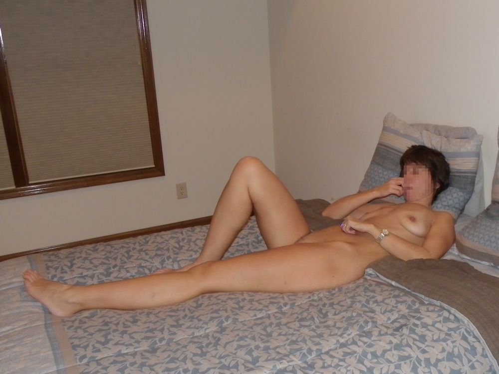 The Wife Relaing Naked On Bed Waiting For Husband To Turn Off