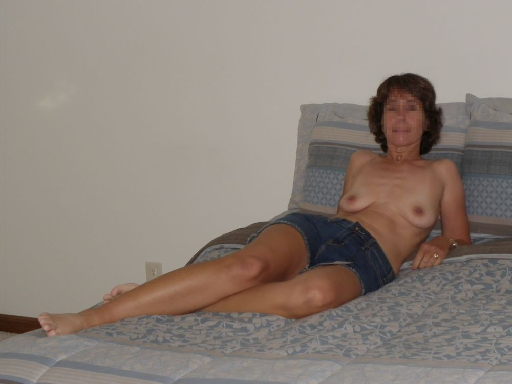 image Exhibition of mature wife for all internet viewers